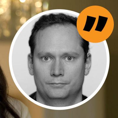 """Grafik där man ser Sanna Marin till vänster. Till höger syns fotografi av journalisten Anders """"AG"""" Karlsson."""