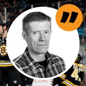 Anders Nordenswan inflikt över en bild på en ishockeymatch. Det är Washington Capitals mot Boston Bruins