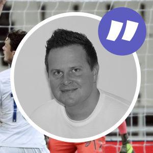 Grafik av Christoffer Herberts med fotbollsspelare i bakgrunden.