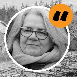 Kerstin Kronvall med svartvit bild på koncentrationsläger i Karelen på bilden bakom