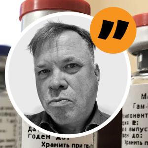 Vaccinampuller med en bild på Patrick Homström ovanpå.