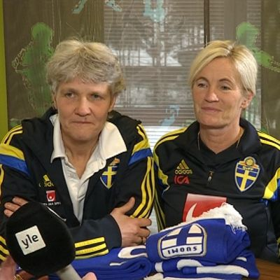 Damfotbollsprofilerna Pia Sundhage, Lilie Persson och Marika Domanski Lyfors i februari 2015