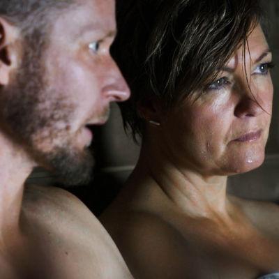 Maria Sundblom Lindbergs kommentarsbild med henne i bastun med Jonas Wilén.