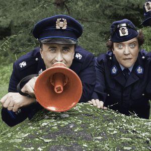 Roland Rantschukoff, Carola Sarén och Per-Uno Björklund som poliser, 1993