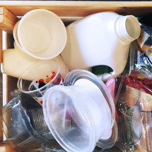 Muovinlajittelua kotona. I love muovi - lajittelu on ratkaisu.