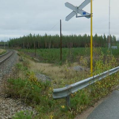 vägskäl och tågspår