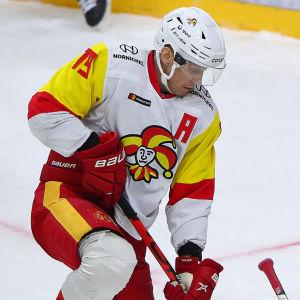 Veli-Matti Savinainen försöker göra mål.
