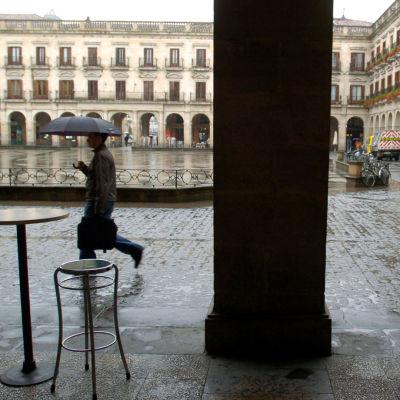 Sateinen Espanjalainen aukio