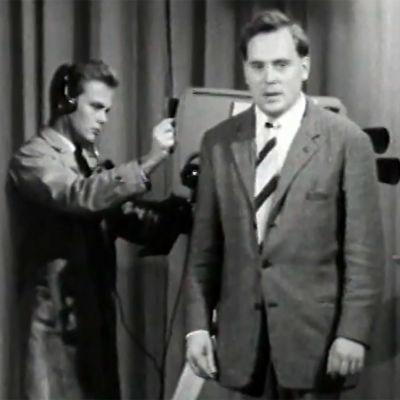 Paavo Noponen tutustuttaa katsojat tv-tekniikkaan (1960).