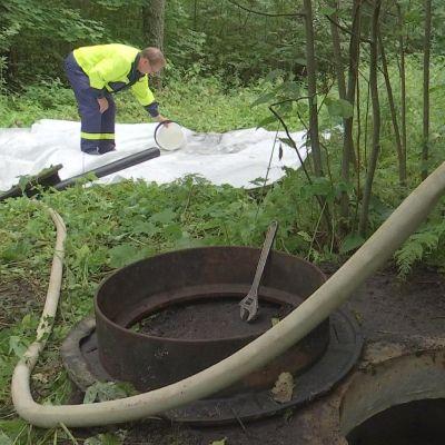 Vattenrör spolas i Isnäs.