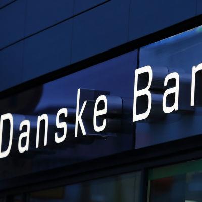 Skylt där det står Danske Bank.