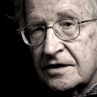 Noam Chomsky blickar tillbaka på sitt liv som aktivist och politiskt aktiv.