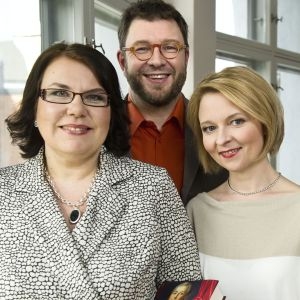 Merja Ylä-Anttila, Timo Harakka ja Anna Kortelainen 10 kirjaa vallasta- ohjelmassa 2012.