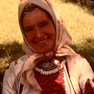 Marilainen nainen Lennart Meren dokumenttielokuvassa Vesilinnun kansa (1970).