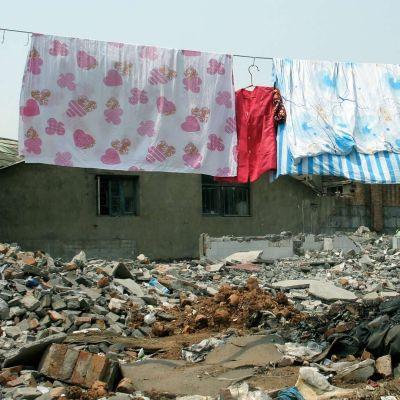 Pyykit takapihalla kuivumassa