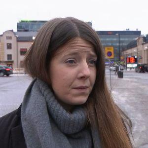 Ida Schauman står framför Järnvägstorget.