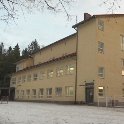 Haapahuhdan koulu Riihimäellä.
