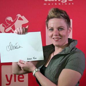 Anne Kivi osallistuu Seinäjoen Tangomarkkinoiden laulukilpailuun.