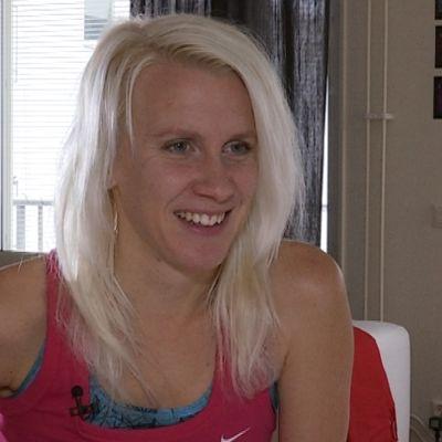 Friidrottaren Sandra Eriksson hemma i Stockholm i februari 2015