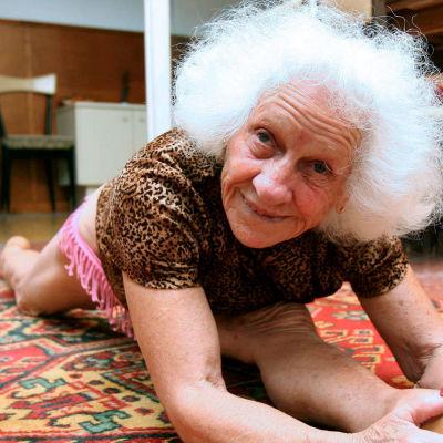 86-vuotias espanjalainen trapetsitaiteilija Carmen Sanchez