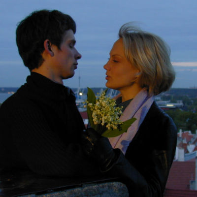 Nuori pari Toompean mäellä