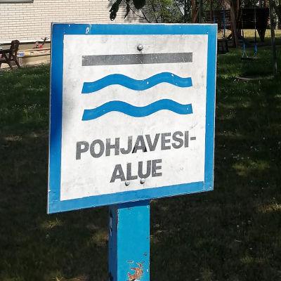 Pohjavesialue -kyltti