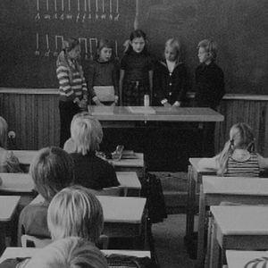 Koululaisia oppitunnilla