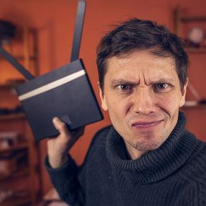 Johan Gullmets med 4G-router.