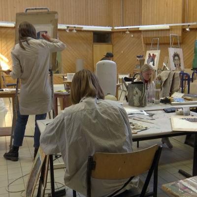 Studerande vid Västra Nylands folkhögskola.