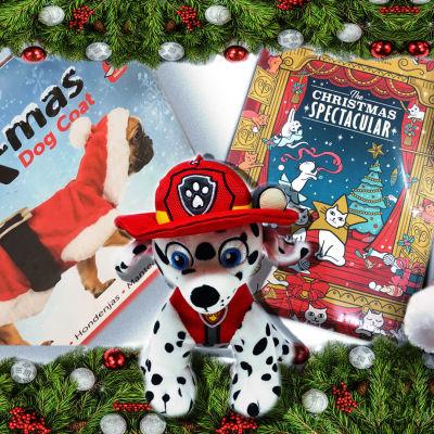 Koirille ja kissoille tarkoitettuja joulutuotteita.