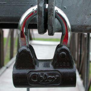 Portti on lukittu lukolla