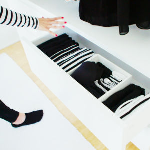 Miia Salmen topit, alusvaatteet, sukat ja mekot mahtuvat yhteen pieneen laatikkoon.
