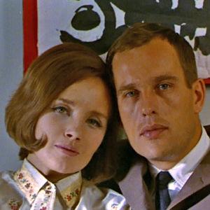 Liisamaija Laaksonen ja Jörn Donner elokuvassa Mustaa valkoisella.