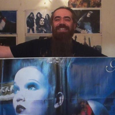 Amir on tehnyt itse Nightwish-julisteen, sillä Iranissa sellaisa ei myydä.
