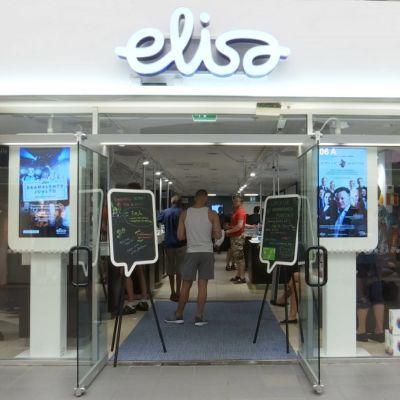 Ingången till Elisa i Rewell Center i Vasa.