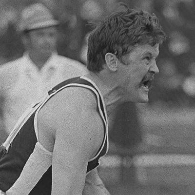 Jorma Kinnunen huutaa keihäälle 1960-luvulla.