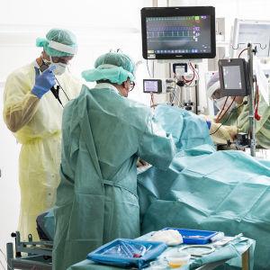 En coronapatient vårdas på ett sjukhus i Danmark.