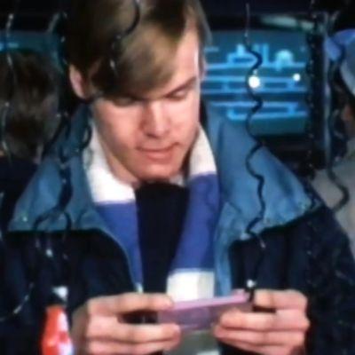 Ungdom i en elektronikbutik