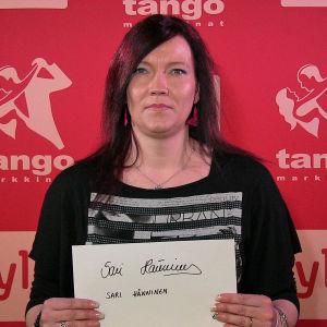 Sari Hänninen osallistuu Seinäjoen Tangomarkkinoiden laulukilpailuun.