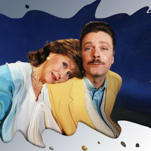 Iltalypsyn hahmot Leila Toroskainen ja Mika Wirta nojaavat toisiinsa. Kuvaa muokattu niin, että se näyttää maitolammikolta.