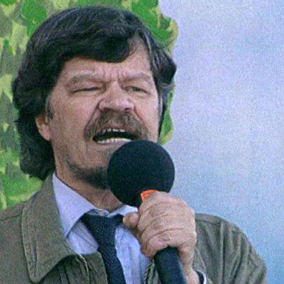 M. A. Numminen esiintyy Linnanmäellä 1999.