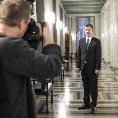Tuomas Kettunen valokuvattavana.
