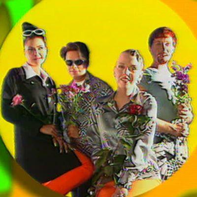 Aikakone-yhtye musiikkivideolla kappaleeseen Keltainen.