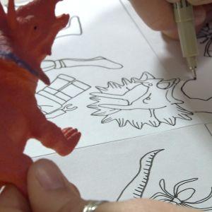 Leksaksdinosaurie ritas av.