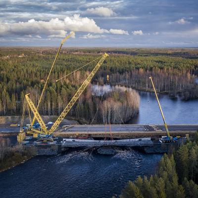 Nelostien Haukiputaan sillan nosto