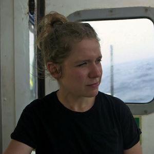 Chloe Sea Watch 3 -aluksen kannella ohjelmassa 24 tuntia Euroopassa