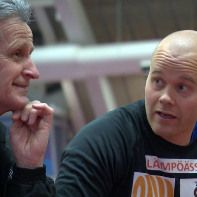 Tränaren Ulf Friman och släggkastaren David Söderberg