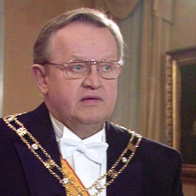 Martti Ahtisaari Linnan juhlissa.