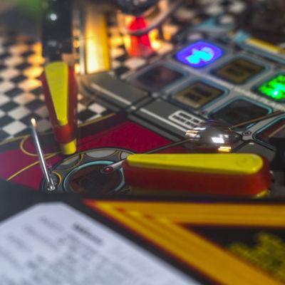 Bild på ett flipperspel i spelhallen Extraball i Helsingfors.