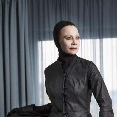 Lena Olin lyhytelokuvassa Bergmans Reliquarium.